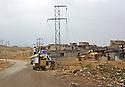 Iraq 2015<br />After the liberation of Sinjar by the Kurdish forces, people are collecting movables around the city<br />Irak 2015<br />Apres la liberation de Sinjar par les forces kurdes, les gens viennent r&eacute;cuperer des biens mobiliers dans les maisons inhabit&eacute;es.