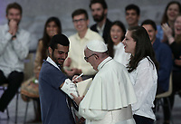 Pope Francis signs the plaster of a youth at the end of the meeting with the youth and the Synod Fathers in the Paul VI Hall at the Vatican, on October 6, 2018. <br /> UPDATE IMAGES PRESS/Isabella Bonotto<br /> <br /> STRICTLY ONLY FOR EDITORIAL USE