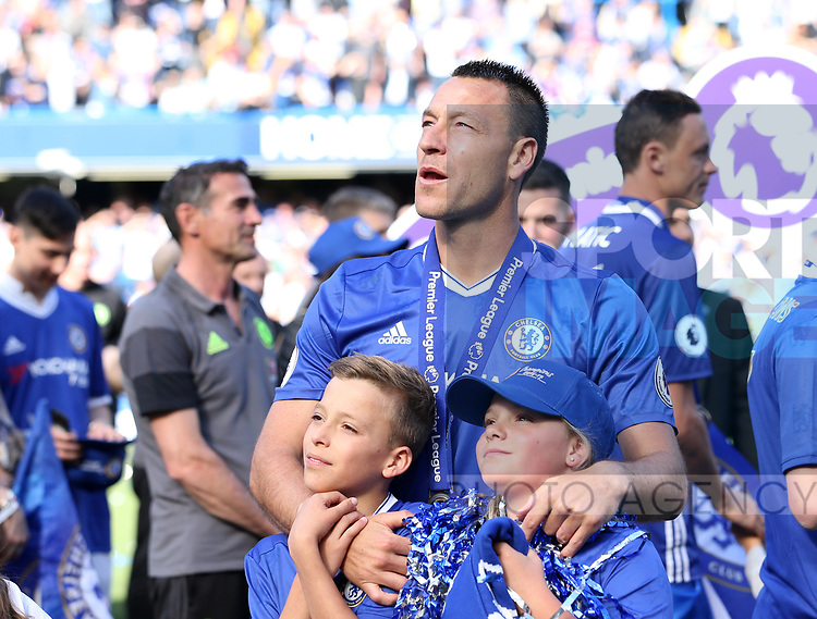 Chelsea's John Terry celebrates with his kids during the Premier League match at Stamford Bridge Stadium, London. Picture date: May 18th, 2017. Pic credit should read: David Klein/Sportimage