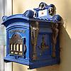 blauer antiker Postbriefkasten<br /> <br /> old blue postbox<br /> <br /> antiguo buz&oacute;n azul