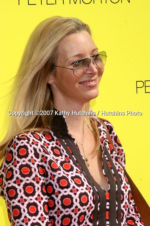 "Lisa Kudrow.PS Arts ""Express Yourself"" Benefit.Barker Hanger.Santa Monica, CA.November 2, 2007.©2007 Kathy Hutchins / Hutchins Photo...               ."