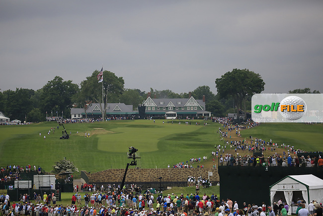 The crowds gather during Friday's Round 1 of the 2016 U.S. Open Championship held at Oakmont Country Club, Oakmont, Pittsburgh, Pennsylvania, United States of America. 17th June 2016.<br /> Picture: Eoin Clarke | Golffile<br /> <br /> <br /> All photos usage must carry mandatory copyright credit (&copy; Golffile | Eoin Clarke)