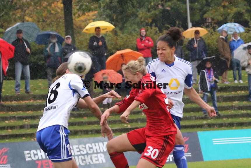 Celia Sasic (FFC) erzielt per Kopfball das 1:0, daneben Carolin Simon (Bayer) und Kerstin Garefrekes (FFC) - 1. FFC Frankfurt vs. Bayer 04 Leverkusen