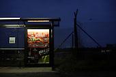 BERLIN, NIEMCY, 11/2008:.Rudow, przystanek autobusowy z reklama targow erotycznych.Dwie dzielnice Berlina; Rudow, znajdujace sie w bylym Berlinie Zachodnim, oraz Treptow, po wschodniej stronie, byly przez lata rozdzielone murem berlinskim. Gdy mur runal, zostaly on z powrotem zjednoczone az do momentU, gdy miedzy nimi wyrosla nowa bariera - autostrada zbudowana wzdluz pasa ziemi niczyjej na ktorej stal mur.  .Fot: Piotr Malecki..A bus stop with a sex-fair announcement in Rudow, west side of the former Berlin Wall.  .Two Berlin neighbourhoods; Rudow, on the western side and Treptow in the East, used to be divided by the infamous Berlin Wall until 1989. Now they both are a part of the same Germany, although quite recently they have been divided again, by a new motorway built along the no-man's land of the wall. .Berlin, Germany, November 2008.(Photo by Piotr Malecki)
