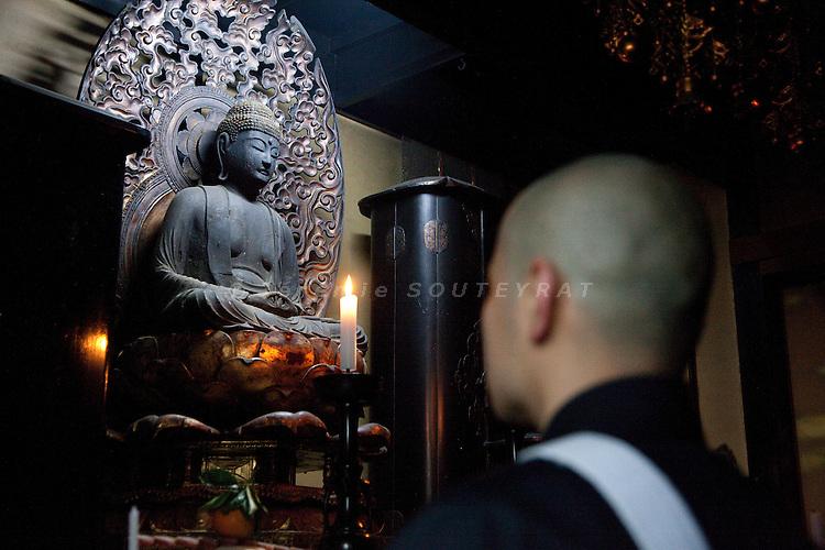 """(En) January 2010 - Koyasan, Japan. Inden Juin, 33, decided to become priest after his mentor of Seitai passed away. Seitai is a Japanese therapeutic massage based on a good knowledge of body and mind. 4 months later, he will attend a class at Koyasan's monastery to officially become priest . (Fr) Janvier 2010 - Koyasan, Japon. Inden Juin, 33 ans, a decide de devenir moine a la suite de la mort de son maitre de Seitai, forme japonaise de massage therapeutique alliant connaissance du corps et de l'esprit. Il rejoindra 4 mois plus tard le monastere du Koyasan pour parfaire sa connaissance du bouddhisme Shingon avant de """"se laisser guider par Bouddha"""" pour la suite."""