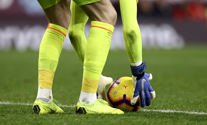 Everton's Jordan Pickford places the ball ahead of a goal-kick<br /> <br /> Photographer Rich Linley/CameraSport<br /> <br /> The Premier League - Burnley v Everton - Wednesday 26th December 2018 - Turf Moor - Burnley<br /> <br /> World Copyright © 2018 CameraSport. All rights reserved. 43 Linden Ave. Countesthorpe. Leicester. England. LE8 5PG - Tel: +44 (0) 116 277 4147 - admin@camerasport.com - www.camerasport.com