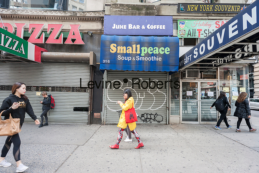 Vacant storefronts are seen in New York on Thursday, april 20, 2017. Because of consumers' shift to online shopping and the over-building of retail, storefronts are going vacant, rents are softening and landlords are more likely to offer concessions. (© Richard B. Levine)