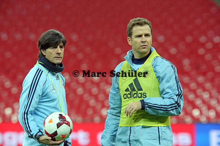 Bundestrainer Joachim Löw und Manager Oliver Bierhoff (D) - Abschlusstraining der Nationalmannschaft im Wembley Stadium