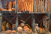 Europe/France/Bretagne/56/Morbihan/Plouhinec: Etal de pains chez Thierry Hafnaoui, boulanger, pâtissier