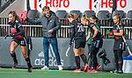 AMSTELVEEN - Coach Robert Tigges (Adam)  tijdens de hoofdklasse hockeywedstrijd dames,  Amsterdam-Oranje Rood (2-2) .   COPYRIGHT KOEN SUYK