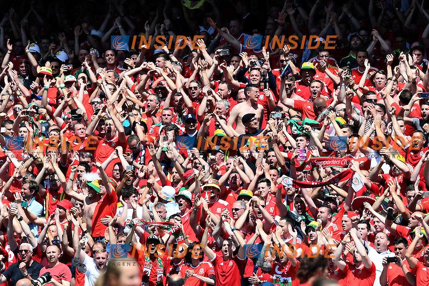 tifosi Galles Fans Wales <br /> Lens 16-06-2016 Stade Bollaert-Delelis Footballl Euro2016 England - Wales / Inghilterra - Galles Group Stage Group B. Foto Matteo Gribaudi / Image Sport / Insidefoto