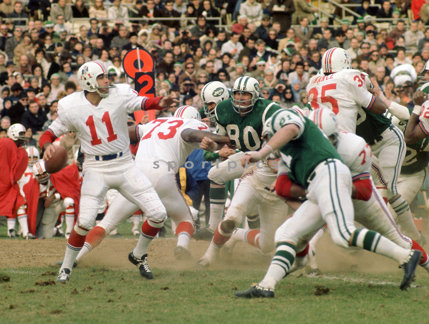 Boston Patriots Joe Kapp (43) during a game against the New York Jets on November 22, 1970 at Shea Stadium in the Flushing New York. New York Jets beat the Boston Patriots  17-3. Joe Kapp played for 4 years with 2 different teams and was a 1-time Pro Bowler.(SportPics)