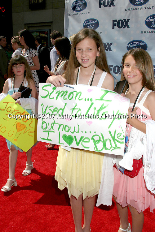 Fan with sign.American Idol Finale  Season 6.Kodak Theater.Los Angeles, CA.May 23, 2007.©2007 Kathy Hutchins / Hutchins Photo....                 ..