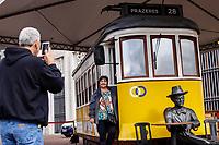 SAO PAULO, SP - 21.06.2017 - TURISMO-SP - Vista do bondinho &quot;Prazeres 28&quot;, &iacute;cone de lisboa exposto em frente a prefeitura de S&atilde;o Paulo na tarde desta quarta-feira (21), no centro da capital paulista. A exposi&ccedil;&atilde;o &eacute; uma a&ccedil;&atilde;o conjunta do minist&eacute;rio do turismo de Portugal com a TAP, promovendo um pouco da cultura portuguesa em S&atilde;o Paulo.<br /> <br /> (Foto: Fabricio Bomjardim / Brazil Photo Press)