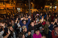 Catalan independence vote in Barcelona. The election goes ahead at a polling staion at the 'Ecole Barcelona' School despite the election being declared illegal by the government. 1-10-17 Local people celebrate the poll closing at the school without intervention by the police.