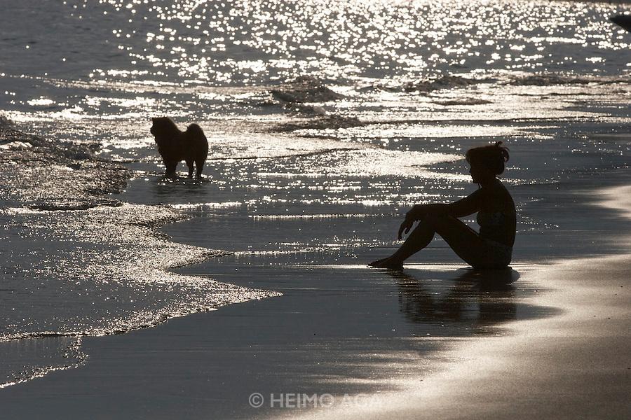 Sunset at Hat Kaibae. Dog nap.