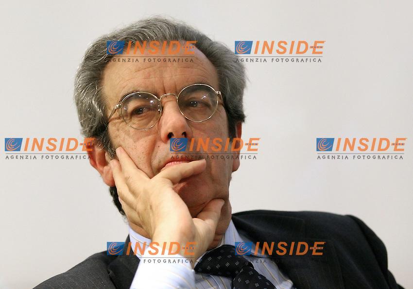 Roma, 06/12/06 Presentazione del libro di Mauro Paissan dal titolo &quot;Privacy e giornalismo&quot;. Nella foto Vittorio Roidi, ordine dei giornalisti.<br /> Photo Samantha Zucchi Inside