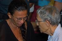 A sentença<br /> <br /> Raimunda Santos, mãe de Raifram conversa com Ane Caroline Wihbey da congregação de Notre Dame durante o o julgamento <br /> <br /> Raifran e Clodoaldo no banco dos réus. <br /> <br /> Julgamento de Raifran das Neves Sales o Fogoió e Clodoaldo Carlos Batista ,conhecido como Eduardo, pelo  pelo assassinato da missionária americana Dorothy Mae Stang ocorrido  no municÌpio de Anapú no estado do Pará em 12/02/2005.Belém, Pará, Brasil.Foto Paulo Santos/Interfoto<br /> 10/12/2005