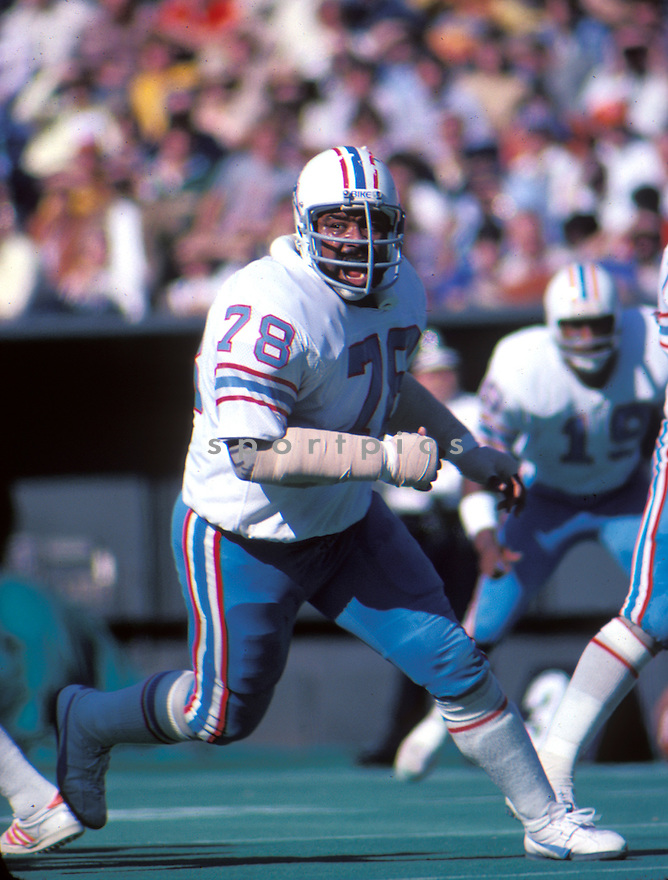 Houston Oilers Curley Culp(34) in action during a game from the 1977 season. Curley Culp played for 16 years with 3 teams and was inducted to the Pro Football Hall of Fame in 2013. David Durochik/SportPics