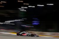 SINGAPURA, SINGAPURA, 21 SETEMBRO 2012 - FORMULA 1 - GP DE SINGAPURA - O piloto ingles Jenson Button da equipe Mclaren durante treino livre nesta sexta-feira, 21, para o GP de Singapura que acontecera no proximo domingo. (FOTO: PIXATHLON / BRAZIL PHOTO PRESS).