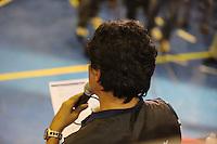 SAO PAULO, SP, 27 DE MAIO 2013 - Metroviariarios durante assembleia nesta segunda-feira, 27, para decidir se a categoria entrará em greve a partir desta terça-feira, 28. Ato na quadra do Sindicato dos Metroviarios do Estado de São Paulo na noite desta segunda-feira, 27. Foto: William Volcov / Brazil Photo Pres ).
