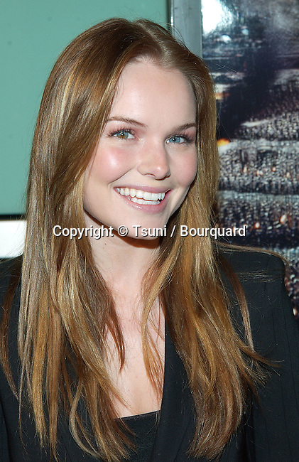 """Kate Bosworth arriving at The premiere of """"The Lord Of The Rings: The Two Towers"""" at the Cineramadome Theatre in Los Angeles. December 15, 2002"""