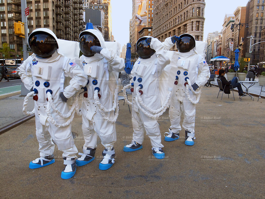 USA. New York City. Four astronauts dressed with spacesuits for the launch of a new  Mini car, the British automotive marque owned by BMW. Flat Iron Building in Manhattan. Union Square. 25.10.2011 © 2011 Didier Ruef