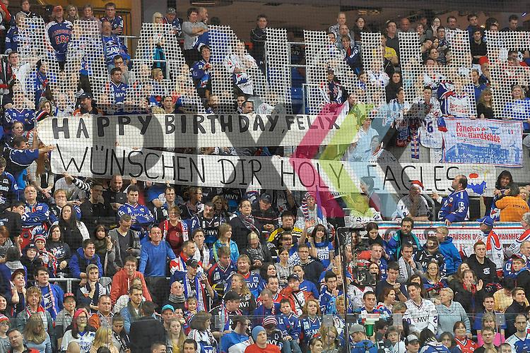 die Adler Fans gratulieren Mannheims Felix Br&uuml;ckmann (Nr.90) zu seinem Geburtstag mit zwei Plakaten beim Spiel in der DEL, Adler Mannheim - ERC Ingolstadt.<br /> <br /> Foto &copy; Ice-Hockey-Picture-24 *** Foto ist honorarpflichtig! *** Auf Anfrage in hoeherer Qualitaet/Aufloesung. Belegexemplar erbeten. Veroeffentlichung ausschliesslich fuer journalistisch-publizistische Zwecke. For editorial use only.
