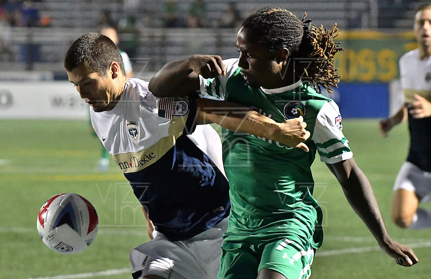 HEMPSTEAD - USA. 13-07-2016: Lucky Mkosana (Der) jugador del New York Cosmos disputa el balón con Karl Ouimette (Izq) jugador de Jacksonville Armada FC durante partido por la temporada de otoño 2016 de la North American Soccer League (NASL) jugado en el estadio James M. Shuart Stadium de la ciudad de Hempstead, NY./ Lucky Mkosana (R) player of New York Cosmos vies for the ball with Karl Ouimette (L) player of Jacksonville Armada FC during match for the fall season 2016 of the  North American Soccer League (NASL) played at James M. Shuart Stadium in Hempstead, NY. Photo: VizzorImage/ Gabriel Aponte / Staff