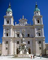 Oesterreich, Salzburger Land, Salzburg: Dom und Mariensaeule am Domplatz | Austria, Salzburger Land, Salzburg: Cathedral and Maria Column at Dom Square