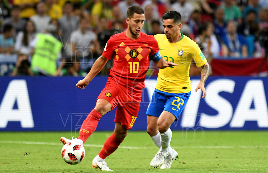 KAZAN - RUSIA, 06-07-2018: FAGNER (Der) jugador de Brasil disputa el balón con Eden HAZARD (C) (Izq) jugador de Bélgica durante partido de cuartos de final por la Copa Mundial de la FIFA Rusia 2018 jugado en el estadio Kazan Arena en Kazán, Rusia. / FAGNER (R) player of Brazil fights the ball with Eden HAZARD (C) (L) player of Belgium during match of quarter final for the FIFA World Cup Russia 2018 played at Kazan Arena stadium in Kazan, Russia. Photo: VizzorImage / Julian Medina / Cont
