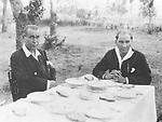Atatuerk, Mustafa Kemal Pascha - Politiker, General, Tuerkei<br /> *19.05.1881-10.11.1938+<br /> Staatspraesident der Tuerkei 1923-1938<br /> <br /> - Kemal Atatuerk (re.) und Fethi Bey waehrend eines gemeinsamen Essens <br /> - ca. 1930<br /> <br /> <br /> Originalaufnahme im Archiv von ullstein bild<br /> <br /> - 01.01.1930-31.12.1930<br /> <br /> Atatuerk, Mustafa Kemal Pascha - Politician, General, Turkey<br /> *19.05.1881-10.11.1938+<br /> President of Turkey 1923-1938<br /> <br /> - Kemal Atatuerk (right) and Fethi Bey having a lunch together <br /> - ca. 1930<br /> <br /> <br /> Vintage property of ullstein bild<br /> <br /> - 01.01.1930-31.12.1930