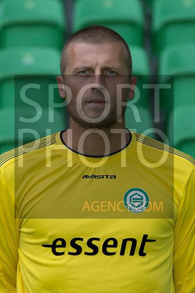 keeper Peter van der Vlag of FC Groningen,
