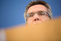 Verteidigungsminister Thomas de Maiziere (CDU) stellt sich am Mittwoch (05.06.13) in die Bundespressekonferenz in Berlin den Fragen der Journalisten zum Thema Euro Hawk.<br /> Foto: Axel Schmidt/CommonLens