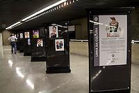 SAO PAULO, SP - 11.12.2014 - 84 VEZES SILVIO SANTOS - A Estação República do metro recebe uma exposição de cartoons do Silvio Santos nesta quinta-feira (11). Os cartoons, de diferentes autores, expostos são comemorativos aos 84 anos do empresário e apresentador de TV e ficará visível ao público durante todo o mes de Dezembro.<br /> <br /> (Foto: Fabricio Bomjardim / Brazil Photo Press)