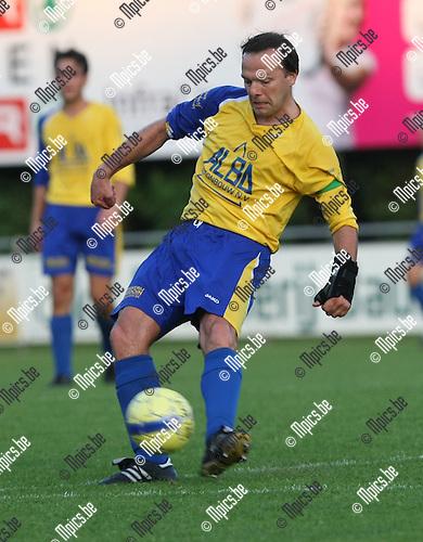 2008-08-30 / Voetbal / De Kempen - Houtvenne / Steven Ooms..Foto: Maarten Straetemans (SMB)
