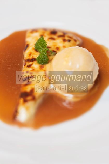 Europe/Finlande/Laponie/Levi: recette de Timo Nieminen fromage lapon et sorbet de mure des marais et sauce caramel, au restaurant: Ämmilä de l'hôtel: Hullu Poro