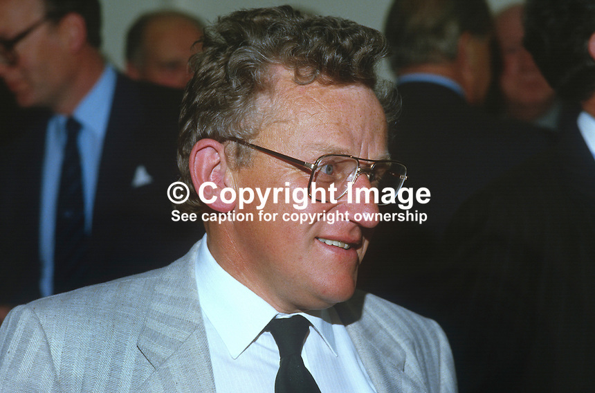 Bob Rodwell, journalist, broadcaster, Belfast, N Ireland, UK, 19850615BR1..Copyright Image from Victor Patterson, 54 Dorchester Park, Belfast, UK, BT9 6RJ..Tel: +44 28 9066 1296.Mob: +44 7802 353836.Voicemail +44 20 8816 7153.Skype: victorpattersonbelfast.Email: victorpatterson@me.com.Email: victorpatterson@ireland.com (back-up)..IMPORTANT: If you wish to use this image or any other of my images please go to www.victorpatterson.com and click on the Terms & Conditions. Then contact me by email or phone with the reference number(s) of the image(s) concerned.