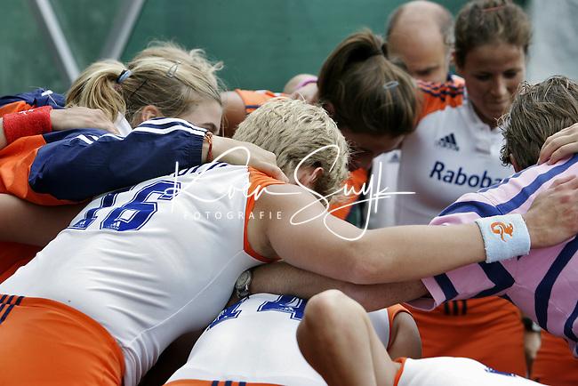 NLD-20050819-DUBLIN- EK HOCKEY dames. Halve Finale; Nederland-Engeland 2-0. Tevredenheid na het behalen van de finale. ANP FOTO/KOEN SUYK