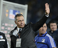 BOGOTÁ -COLOMBIA, 07-12-2013. Hernan Torres técnico de Millonarios se despide  de los hinchas después del encuentro entre Millonarios y Once Caldas por la fecha 6 de los cuadrangulares finales de la Liga Postobón  II 2013 jugado en el estadio Nemesio Camacho el Campín de la ciudad de Bogotá./ Hernan Torres coach of Millonarios says goodbye to the fans after the match between Millonarios and Once Caldas for the 6th date of the final quadrangulars of the Postobon  League II 2013 played at Nemesio Camacho El Campin stadium in Bogotá city. Photo: VizzorImage/Gabriel Aponte/STR