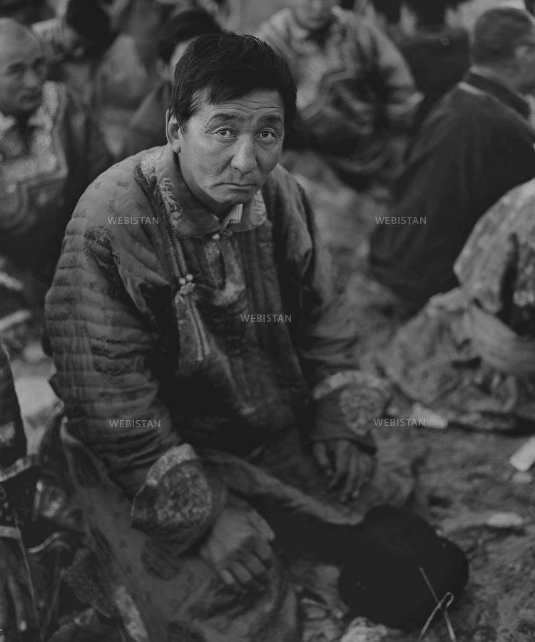 Inner Mongolia. 2008:  The people in the sacrificial rite to gods <br /> <br /> Mongolie interieure. 2008: groupe de gens lors d'un rite sacrificiel aux dieux