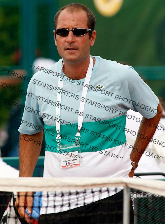 Tennis, world championship, U-14.Peru Vs. France.Jorge Panta (PER) Vs. Laurent Lokoli (FRA).France head coach Philippe Robin.Prostojev, 08.04.2008..Photo: Srdjan Stevanovic.