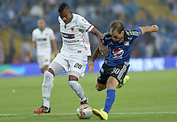 BOGOTA - COLOMBIA -07 -02-2015: Federico Insua (Der.) jugador de Millonarios disputa el balón con Raul Loaiza (Izq.) jugador de Patriotas FC, durante partido entre Millonarios y Patriotas FC por la fecha 2 de la Liga Aguila I-2015, jugado en el estadio Nemesio Camacho El Campin de la ciudad de Bogota. / Federico Insua (R) player of Millonarios vies for the ball with Raul Loaiza (L) player of Patriotas FC, during a match between Millonarios and Patriotas FC for the  date 1 of the Liga Aguila I-2015 at the Nemesio Camacho El Campin Stadium in Bogota city, Photo: VizzorImage / Gabriel Aponte / Staff