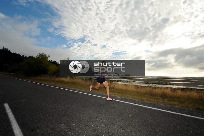 Competitors during the 2013 Kaiteriteri Gold half marathon and 10k. Kaiteriteri, Motueka, Nelson, New Zealand. Saturday 16 March 2013. Photo: Chris Symes/www.shuttersport.co.nz