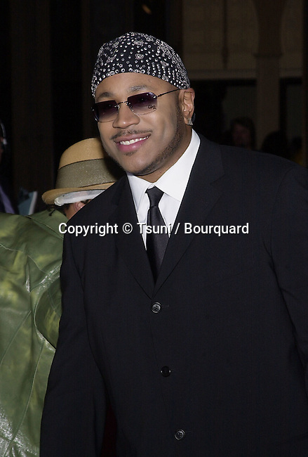 LL Cool J arriving at the 7th Annual Blockbuster Entertainment Awards  at the Shrine Auditorium in Los Angeles  4/10/2001 © Tsuni          -            LLCoolJ01A.jpg