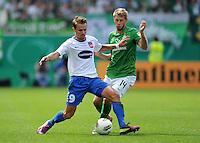 FUSSBALL   DFB POKAL   SAISON 2011/2012  1. Hauptrunde FC Heidenheim - Werder Bremen              30.07.2011 Christian Essig (li, 1 FC Heidenheim 1846) gegen Aaron Hunt (re, SV Werder Bremen)