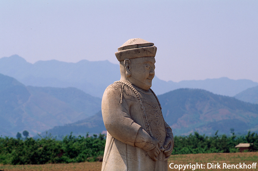 Grab Xiao Ling, Statue eines Mandarins auf der Geisterallee, östliche Qinggräber (qing dong  ling) bei Peking (Beijing), China, Unesco-Weltkulturerbe
