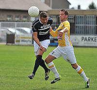 KVC Wingene - KSC Wielsbeke : Nick Azou (links) kopt de bal weg voor Angelito Bultynck (rechts)<br /> foto VDB / Bart Vandenbroucke