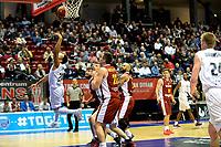 GRONINGEN - Donar - KK Bosna, Martiniplaza, Europe Cup, seizoen 2017-2018, 15-11-2017,  /d20 probeert achterwaarts te scoren