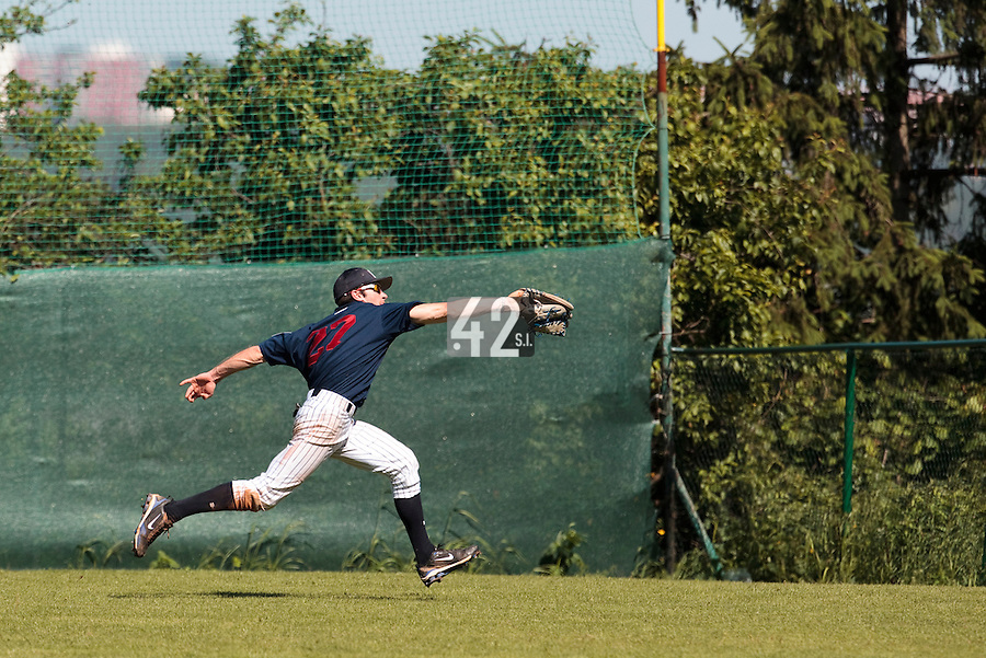 04 June 2010: Joris Bert of Rouen makes a running catch during the 2010 Baseball European Cup match won 19-9 by Konica Minolta Pioniers over the Rouen Huskies, at the Kravi Hora ballpark, in Brno, Czech Republic.